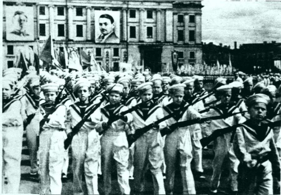 Ленинградские школьники на физкультурном параде 1936 год