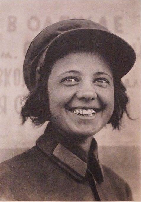 М. Бурк-Уайт Кондуктор трамвая в Москве нач. 1930-х