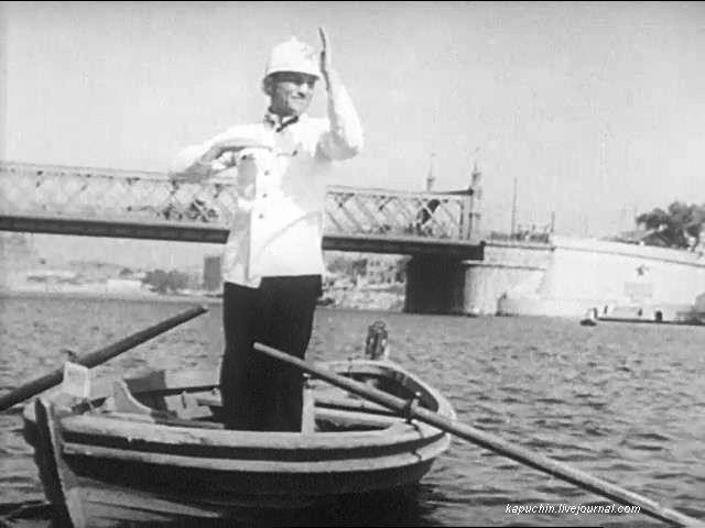 Милиционер-регулировщик у Старого Каменного моста