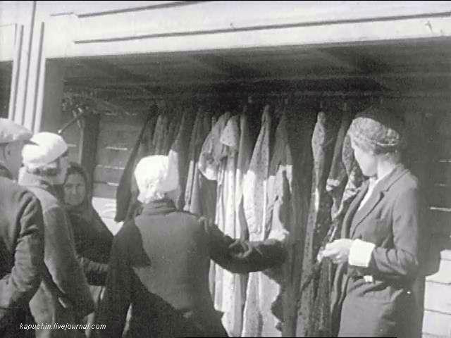 Продавщица  одежды