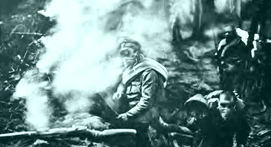 В русской трашее после газовой атаки немцев 1916 год