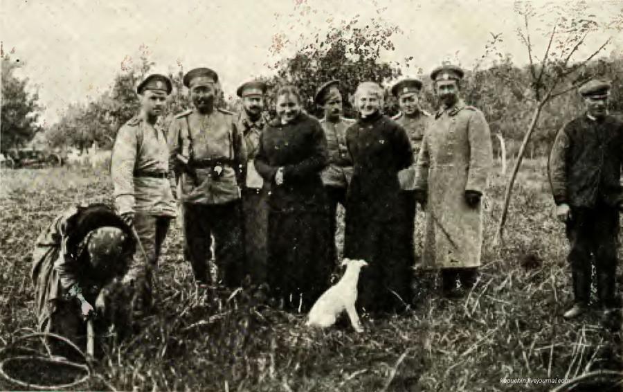 В Польше. Русские офицеры у польских помещиков Нива №18 1915