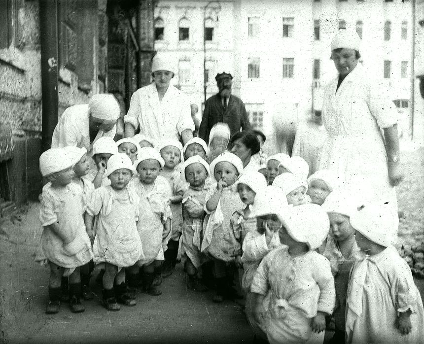 Детсадовцы Лахтинская улица  1930-е