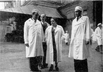 Посланник американского президента на кондитерской фабрике Красный Октябрь 1942 год