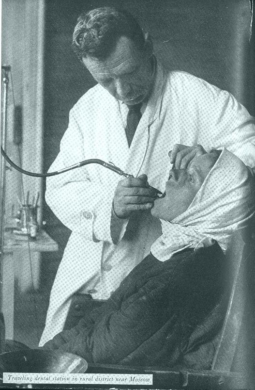 Пероедвижная стоматологическая станция в сельском районе Подмосковья начало 1930 годов