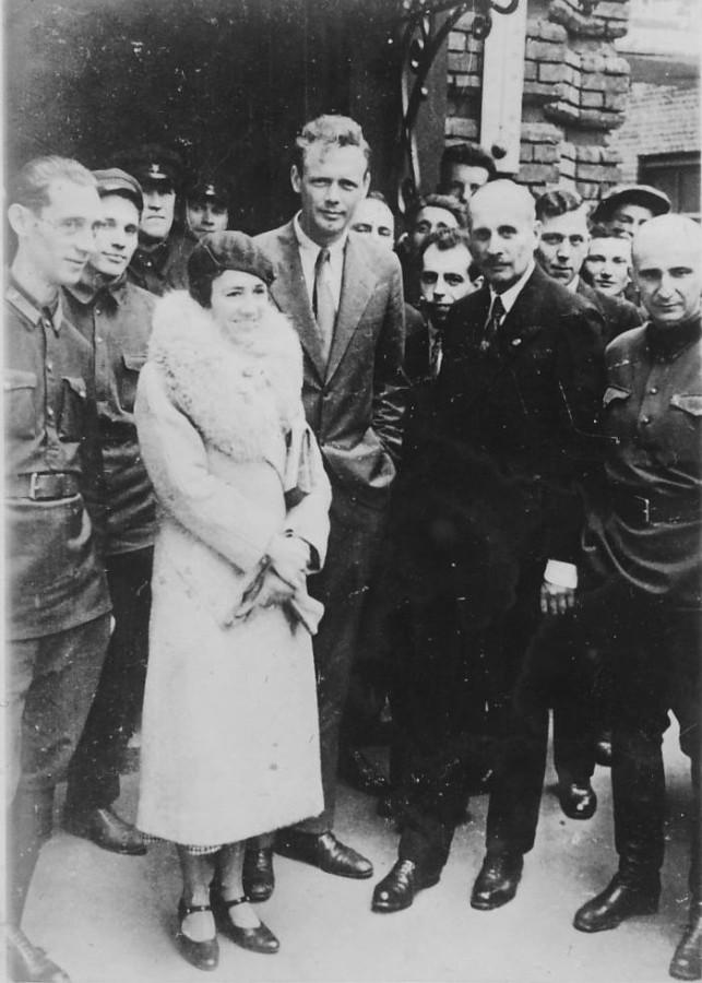 Американский летчик Чарльз Линдберг с женой в Москве 1933 год