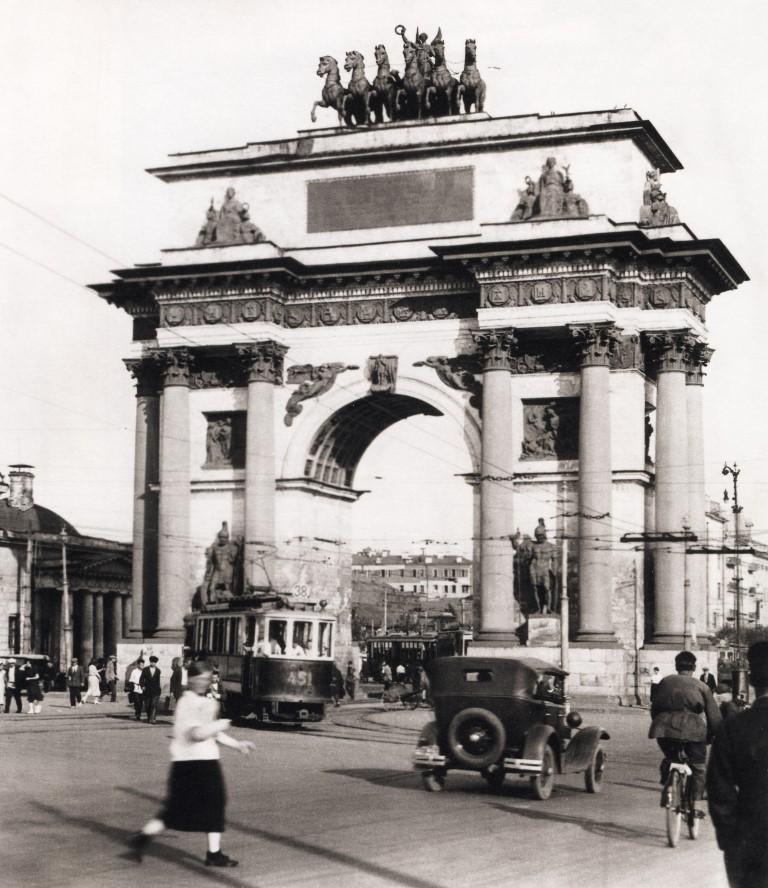 Триумфальная арка у Белорусского вокзала 1935 год