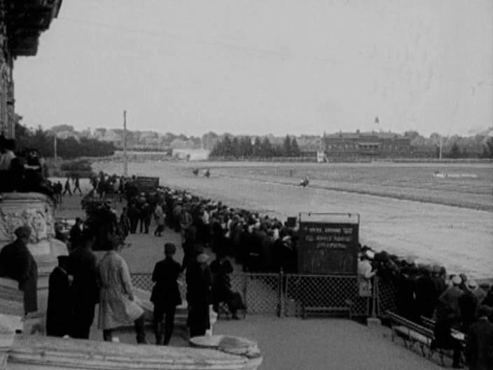 На бегах Кадр из фильма Папиросница от Моссельпрома 1924 год
