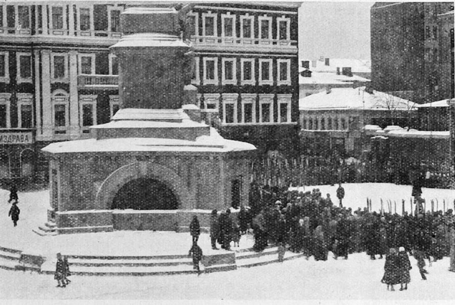 Советская площадь, прибытие к старту участников лыжного пробега Москва-Можайск 1926 год