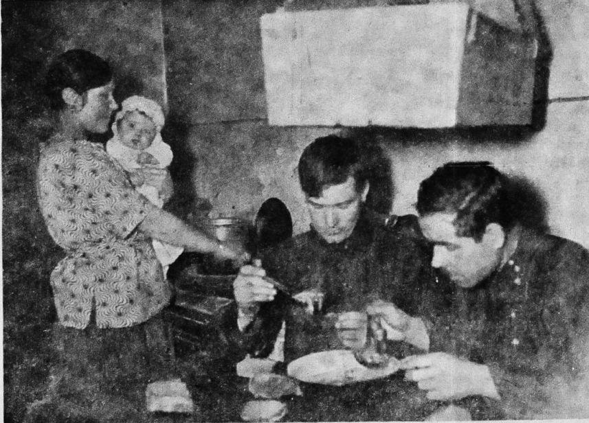 Жилищный кризис в Москве Одна комната на две семьи рабочих 1928 год