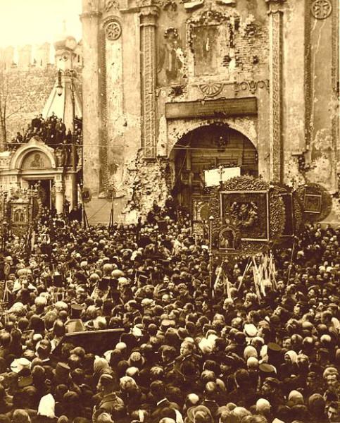 Молебен у Никольских ворот 22 (9) мая_1918.