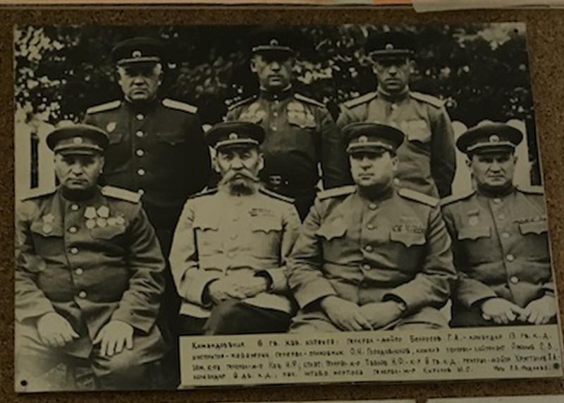Генерал майор Кириллов в группе генералов с Окой Городовиковым.