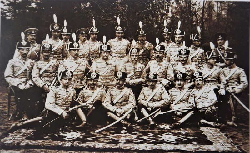 Офицеры 1 - го гусарского Сумского полка во главе с командиром полка (1906 1912) Полковником Ниловым, в последствии командира 2-й бригады 1-й кав. дивизии.