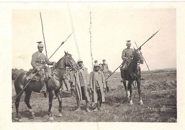Западный фронт, уланы конвоируют пленных французов.