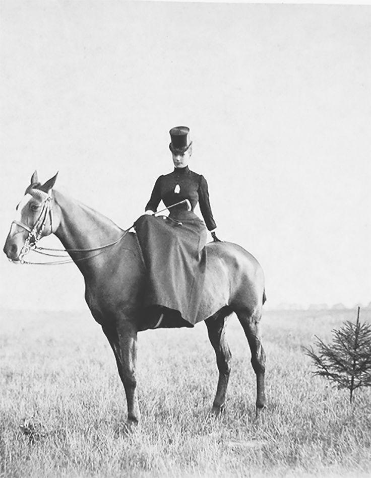 Императрица Мария Фёдоровна на верховой прогулке.