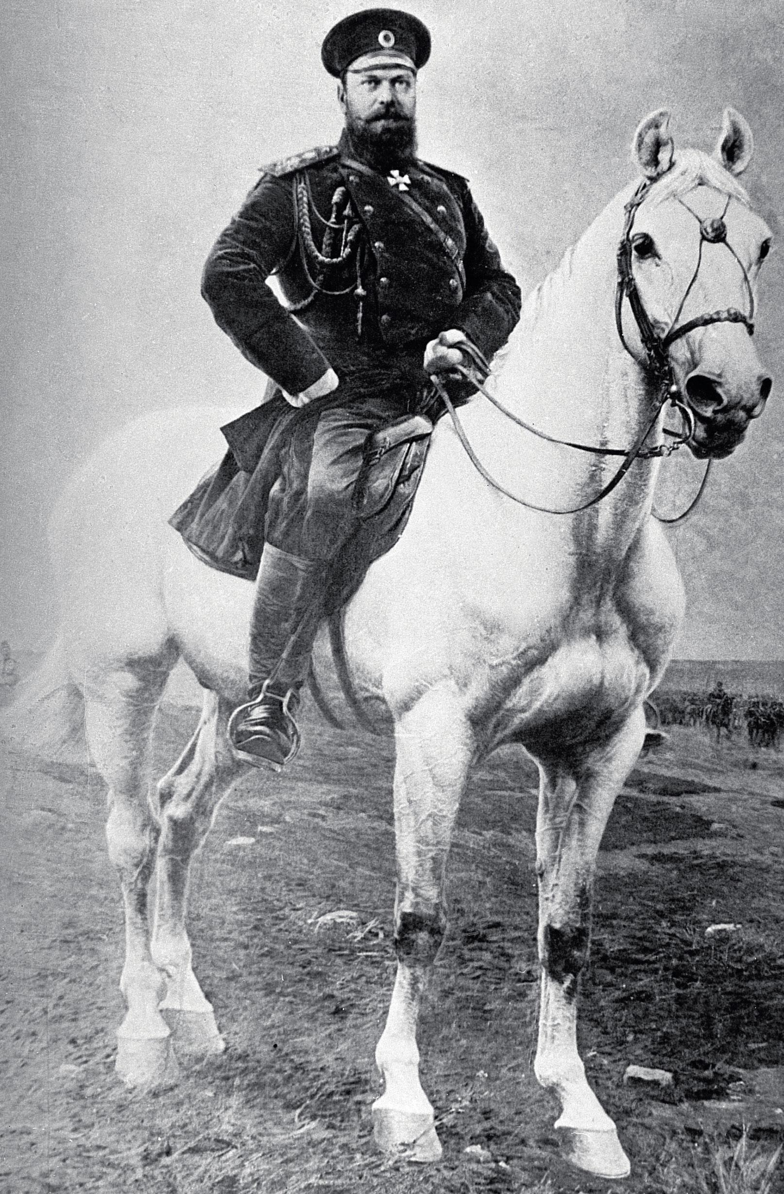 Император Александр Третий верхом.