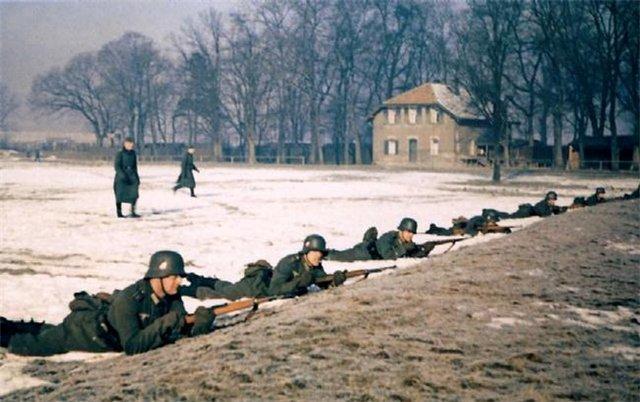 Фото приведено с военно - исторической целью и не имеет целью пропаганду нацизма и гитлеризма.