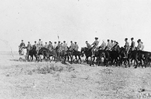 Кубанцы 61-ой отдельной казачьей сотни на походном марше. 1918 год.