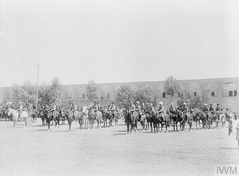 совместный парад британских и казачьих частей в персидском городе Исфахане. Сентябрь 1916 года.