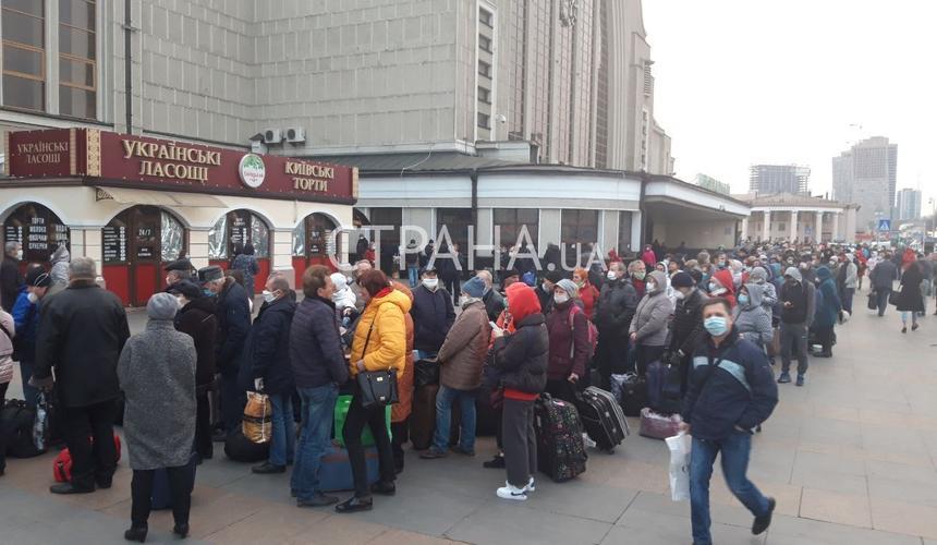 Сегодня в Москву из Киева прибыли сотни российских граждан