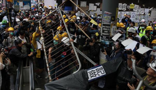 В Гонконге опасаются терактов из-за все более агрессивных и массовых митингов