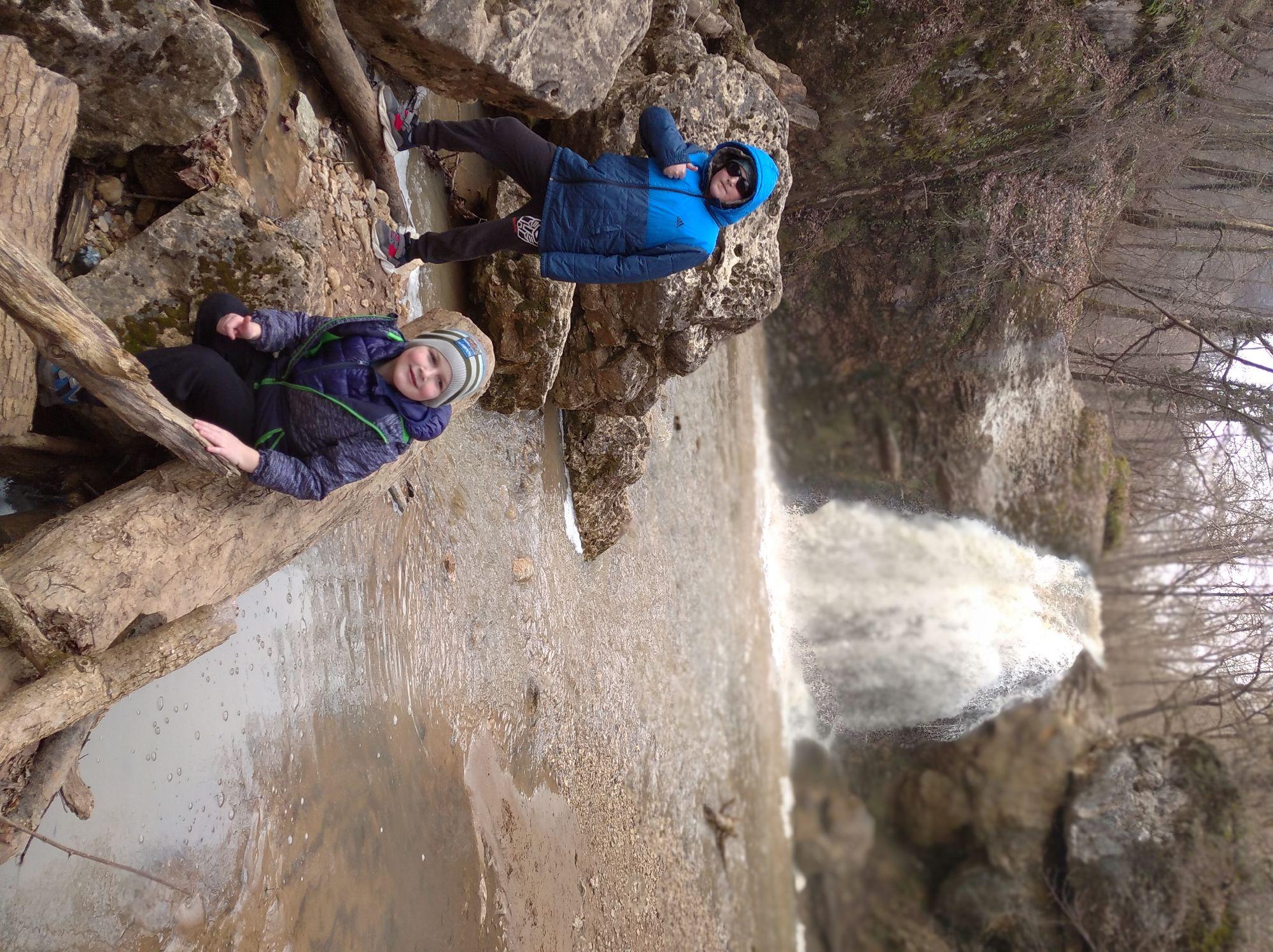 Первый водопад, дети в восторге