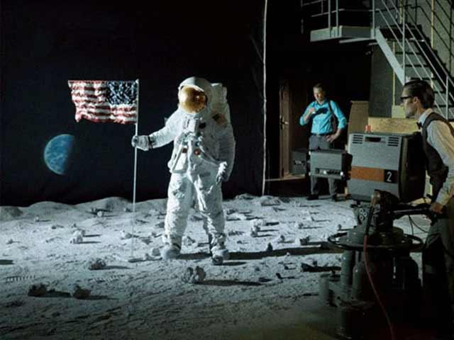 moon-landing_p_070813