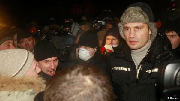 оппозиция украины; Виталий Кличко около здания МинЮста