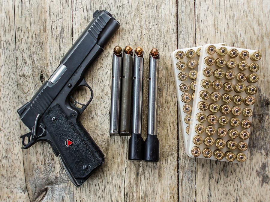 оформлять Государственные услуги, связанные с использованием оружия граждане могут, не выходя из дома.