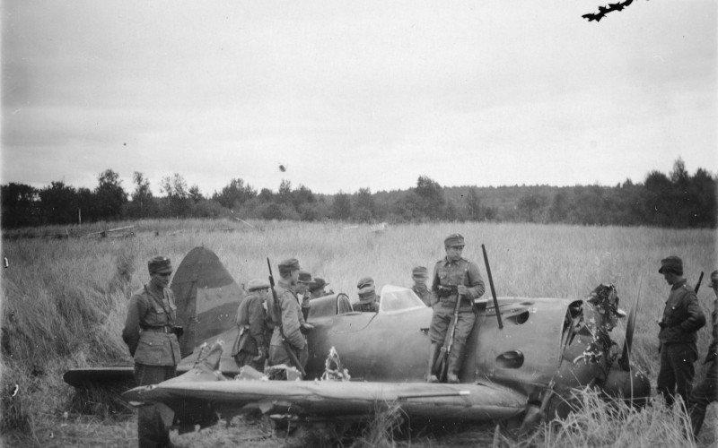 Martti Kujansuu. https://www.flightforum.fi/topic/32750-1941-i-16-laatokan-karjalassa/