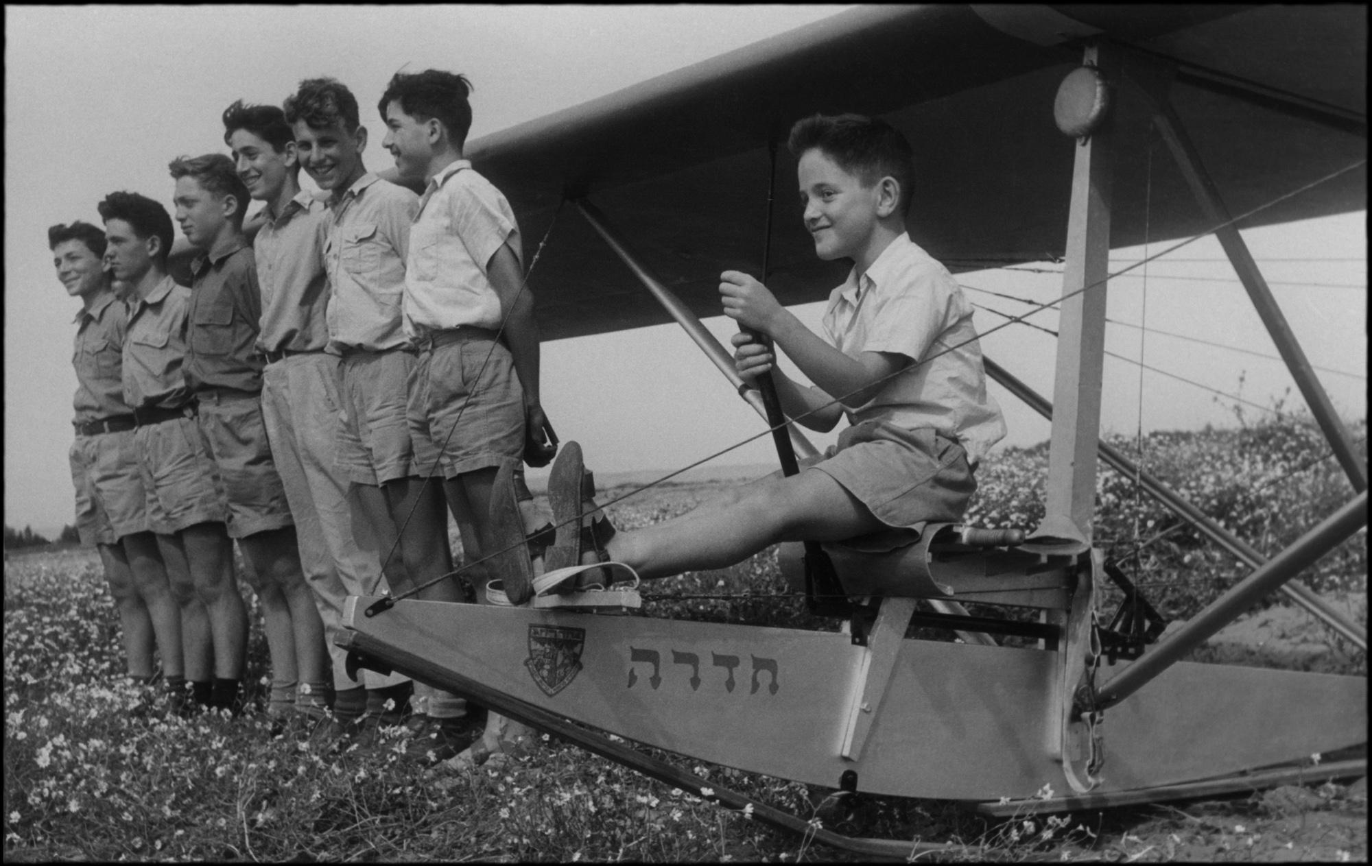חזון האוויר_ לפני זינוק הבכורה בטקס חנוכת הגלשון חדרה_1949