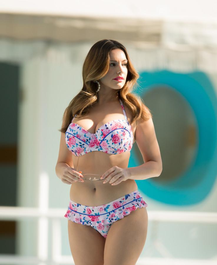 Smiley babe Morgana Dark undressing and exposing her seductive curves № 586718 бесплатно