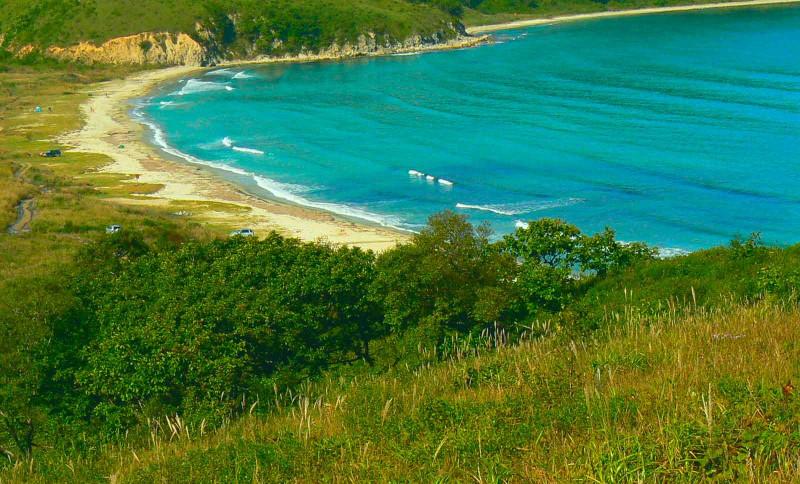 бухта Астафьева, почти 2 км. песчаного пляжа