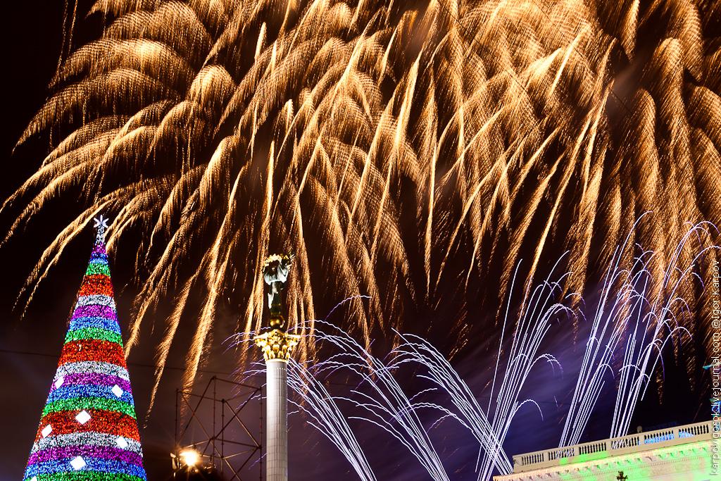 Новогодний салют на Майдане 2012
