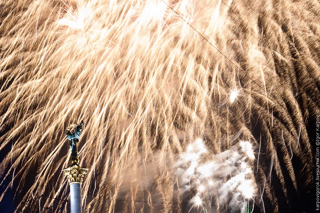 фото салюта с Нового Года на Майдане 2012