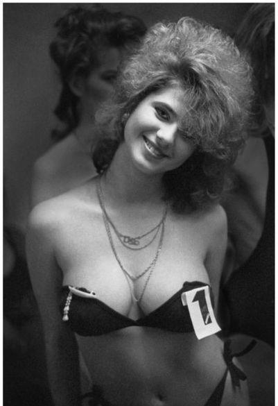 Фото женщин в купальниках и без них на черноморском пляже, русские девки кончают от кунилингуса