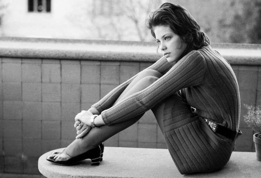 Ornella-Muti-photoshoot-1969-4