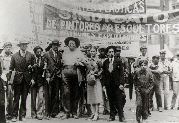 27292271_Diego_Rivera_i_Frida_Kalo_na_mayskoy_demonstracii_1929