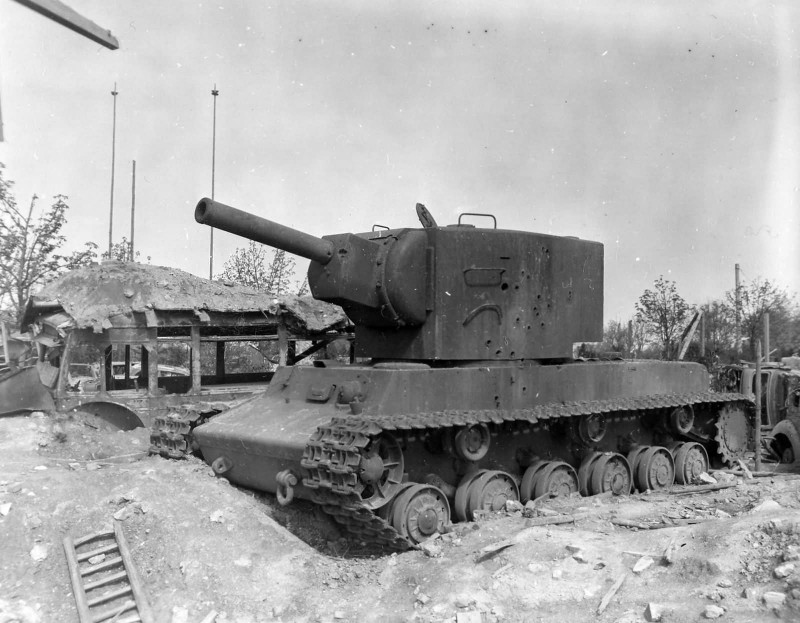 kv-2_tank_in_essen_germany1