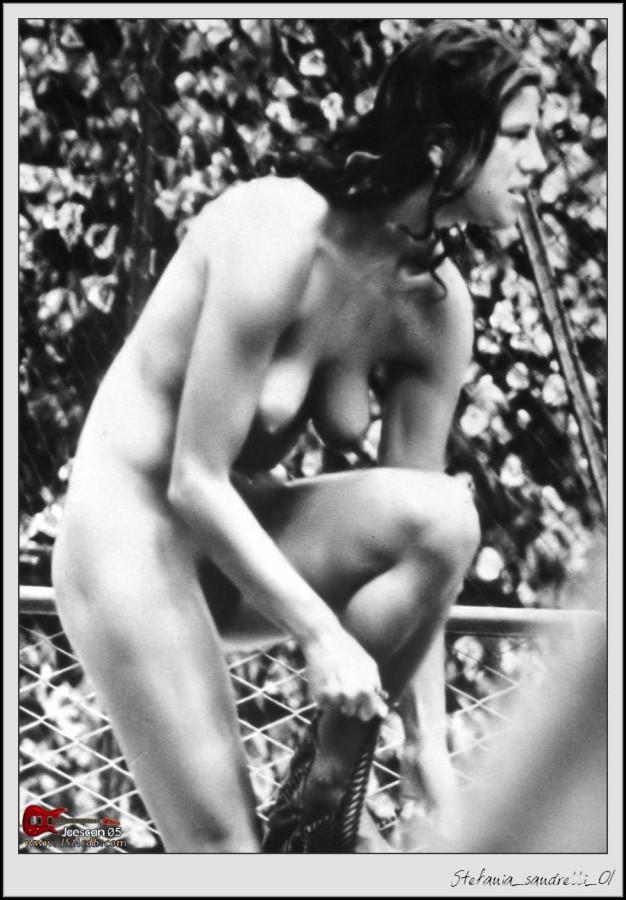 Сандрелли стефания фото голая