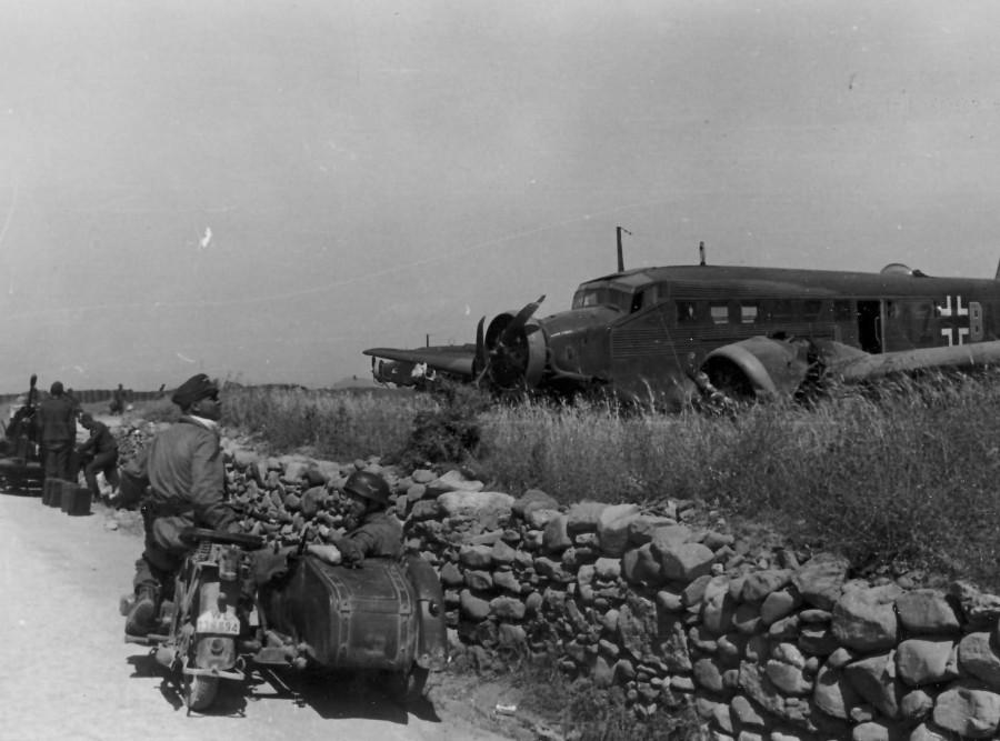 Junkers_Ju_52_1Z-BA_Fallschirmjager_Crete_Malemes_1941