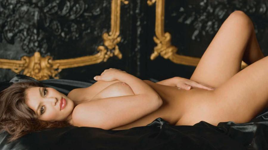 84244_Nude_Kardashian_0009_123_173lo