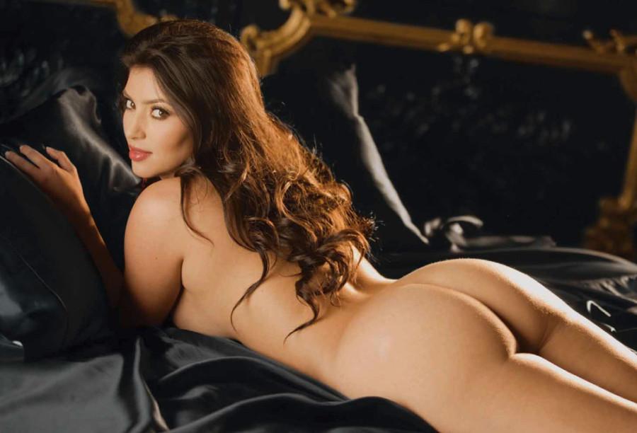 84325_Nude_Kardashian_0016_123_468lo