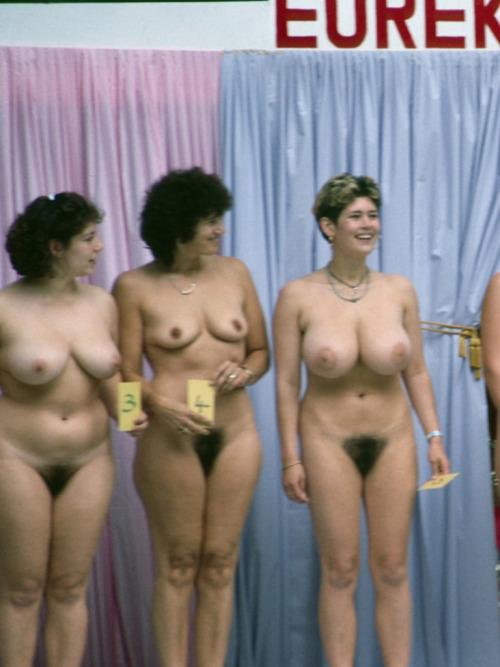 Конкурс красоты девочекнудисток на курорте Франции