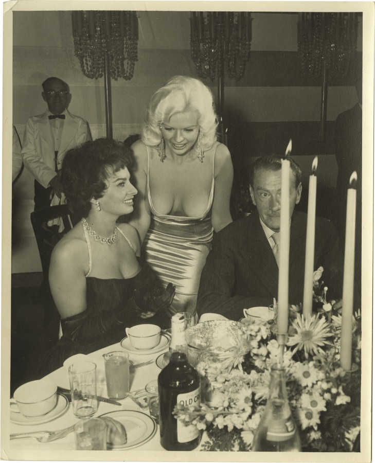 yne_mansfield_jayne_sophia_loren_and_unknown_man_a1sV1xM