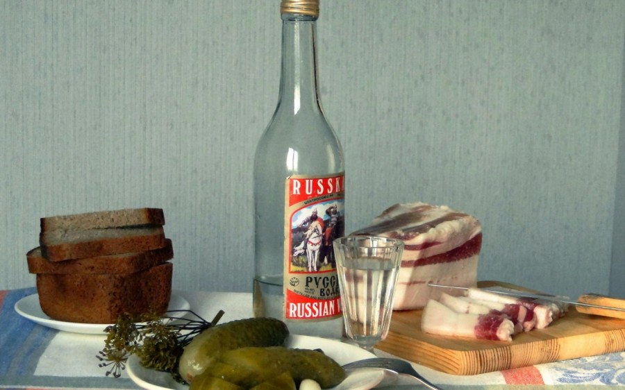 vodka-salo-ogurcy