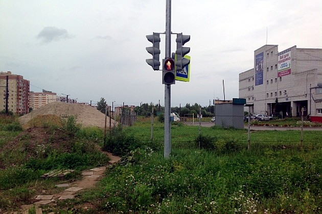 the_traffic_lights_installed_in_a_vacant_lot_in_russia