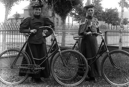 women_vintage_bicycle-2