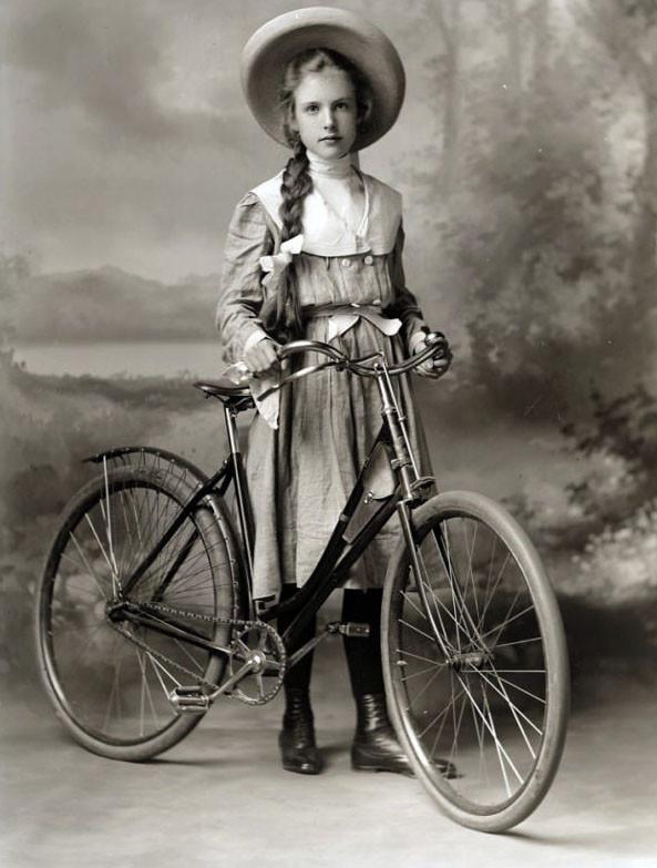 women_vintage_bicycle-3