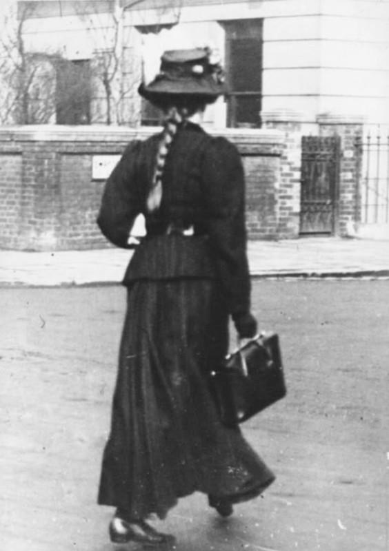 edward+linley+sambourne+-+edwardian+street+fashion+1906